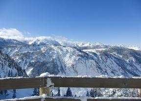 La nieve abre la temporada de esquí para el puente de la Constitución