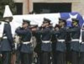 Pinochet fue despedido en discreto funeral