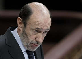 Rubalcaba pondrá una moción de censura al 'tramposo' Rajoy si se niega a explicar las acusaciones de Bárcenas en el Parlamento