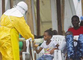 El estado del paciente con ébola que fue atendido por la cooperante trasladada condicionará su evolución