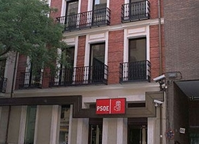 Política a pedradas: el bus electoral de PSOE, agredido