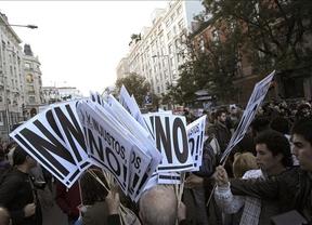 23-O: la marcha se mueve de Neptuno a las calles aledañas exigiendo con gritos la presencia de los sindicatos