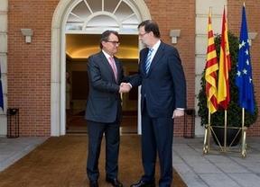 Las tribulaciones de un presidente en China: Rajoy estará a 9.000 kilómetros en la semana clave para frenar la consulta
