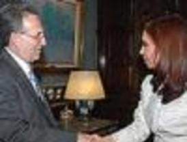 Cristina estrecha lazos con el embajador estadounidense