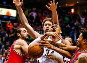 Los Bulls de Pau Gasol siguen embistiendo en los 'play offs': tercera victoria ante los Bucks (106-113)
