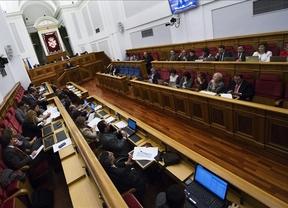 La reforma electoral vuelve a acaparar el discurso político que el PP abandera en solitario