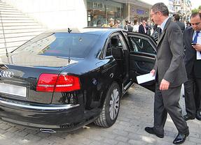 Hasta 5 coches oficiales por cada alto cargo del Gobierno ¡en crisis!