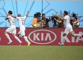 Italia sigue los pasos de la Roja: otro gol salvador de Godín mete en octavos a Uruguay (0-1)