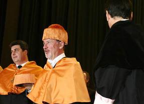 El polémico Honoris Causa de Rato en la Rey Juan Carlos, pendiente del Consejo de Gobierno
