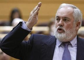 Cañete tendrá que esperar a la semana próxima para saber si aprobó o le toca 'reválida' en la Eurocámara