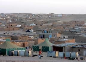 Margallo sitúa en el mapa Tinduf como lugar en el que están los cooperantes secuestrados