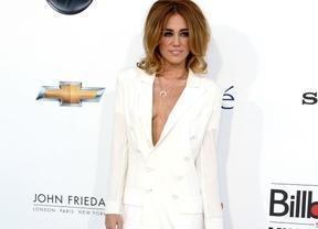 Miley Cyrus da la nota en los premios Billboard con su modelito sin sujetador y minifalda