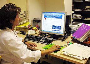 El PP hace oídos sordos a las peticiones de que no se quite la tarjeta sanitaria a los españoles que emigren por trabajo