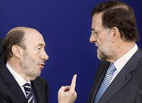 El PP y el PSOE dan el pistoletazo de salida a una campaña electoral teñida por la crisis