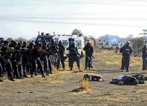 Impactante vídeo de una masacre policial en Sudáfrica que rememora el 'apartheid'