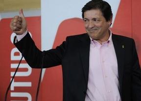 Asturias cambia de color político: el socialista Fernández toma el relevo de Álvarez Cascos