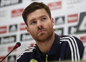 Xabi Alonso sigue los pasos de Cristiano y renueva hasta 2016 con el Madrid