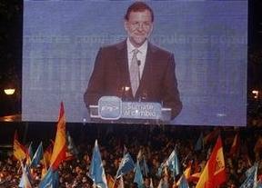 El PP quiere gobernar como celebró su victoria en la calle Génova: con moderación y