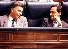 El 'milagro' de Rubalcaba: González y Guerra ¡por fin juntos!