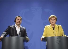 Merkel y Tsipras escenifican un acercamiento a pesar de las diferencias que les separan