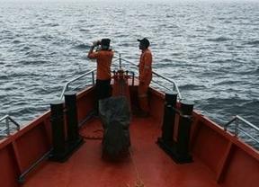 Aumenta la posibilidad de un secuestro terrorista: el avión de Malasia desaparecido desvió su ruta
