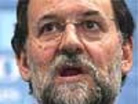 Rajoy visita la 'zona cero' de Barajas cuatro días después del atentado