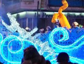 Centenares de niños reciben a los Reyes Magos en el Ayuntamiento de Murcia