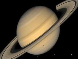 Oxígeno y dióxido de carbono en atmósfera de una luna de Saturno