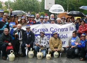La consulta ciudadana contra la privatización del agua en Alcázar llega al Congreso y a la Defensora del Pueblo