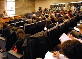 El Gobierno juega al despiste: no desvela si privatizará Renfe, AVE o aeropuertos o el cobro en autovías