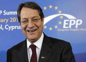 Chipre: rescatado y dividido, espera para saber sobre su 'corralito'