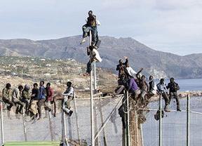 Un inmigrante logra entrar en Melilla tras el último intento de salto a la valla