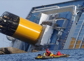 Fallece un español en los trabajos de flotamiento del Costa Concordia