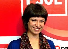 Beatriz Talegón, obligada a taparse el escote