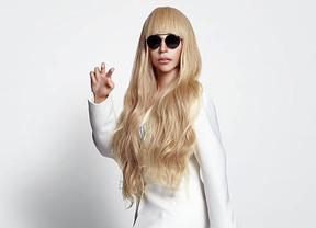 Lady Gaga  se promociona en Japón con una muñeca-clon a tamaño real