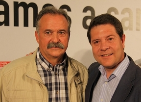 Bartolo Jiménez, candidato en Montiel (izq.) junto a García-Page