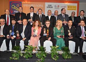 La APEI entrega sus 'Micrófonos de los Informadores' a los mejores de 2012