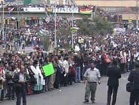 Repique de campanas de la catedral al ingreso de los marchistas a la Plaza Murillo