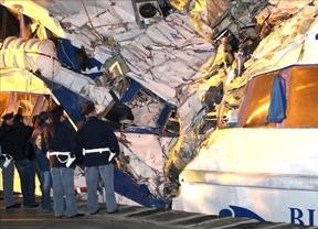 Tres desaparecidos tras el naufragio de un barco mercante en Italia