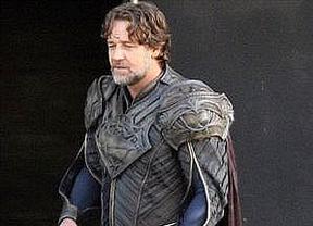 Russell Crowe, en cueros... como Super-padre