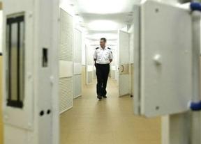 Centros de inmigrantes: el nuevo reglamento exigirá llamar a los internos por su nombre y no con un número
