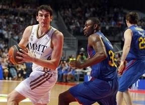 Sin Navarro, el Madrid es la 'Bomba' ante el Barça: 78-74 y liderato de la ACB