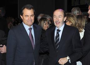 Rubalcaba intentará aplacar la aventura independentista catalana ofreciendo un Estado federal a Artur Mas