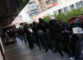 El paro se mantiene prácticamente invariable en la Comunitat en febrero con 345 desempleados menos