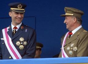 La primera imagen de Don Juan Carlos y su sucesor juntos, este mediodía en un acto militar