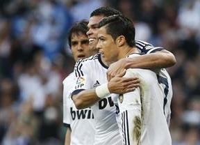 El Madrid no acusa el golpe europeo y retrasa el alirón culé con su 4-3 al Valladolid