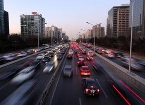A multar más y a correr: el Gobierno podría elevar la velocidad a 130 kilómetros en algunos tramos
