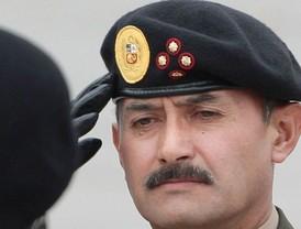 Zapatero da la cara para defender su polémico 'cheque-regalo'