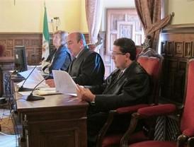 El juez Serrano dice que resolvió sobre el menor