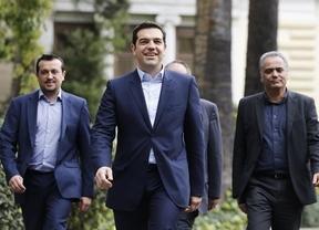 El Gobierno de Tsipras cumple un mes con un apoyo ciudadano sin precedentes, pese a sus numerosos frentes abiertos